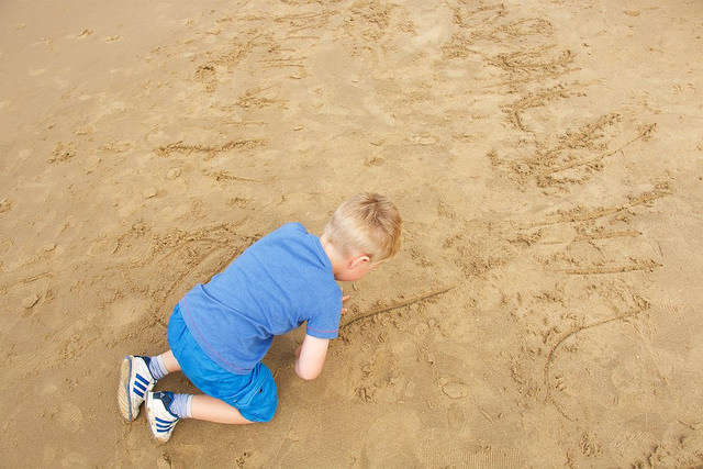 babies-infants-children-sand-writing-drawing-learn
