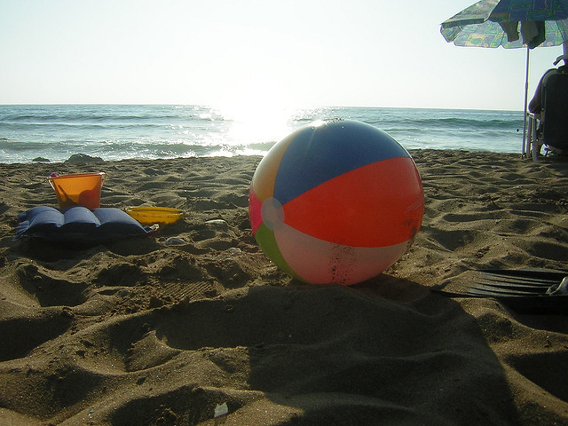 beach-ball-hot-potato-party-game