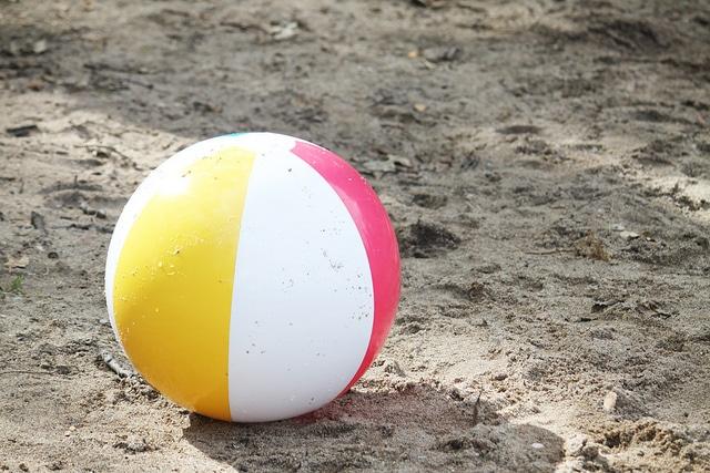 beach-squirt-ball-game