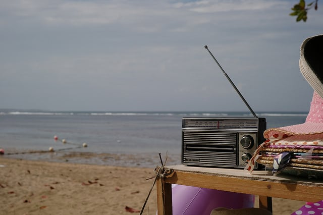 musical-hot-potato-beach-game