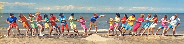 beach-tug-of-war